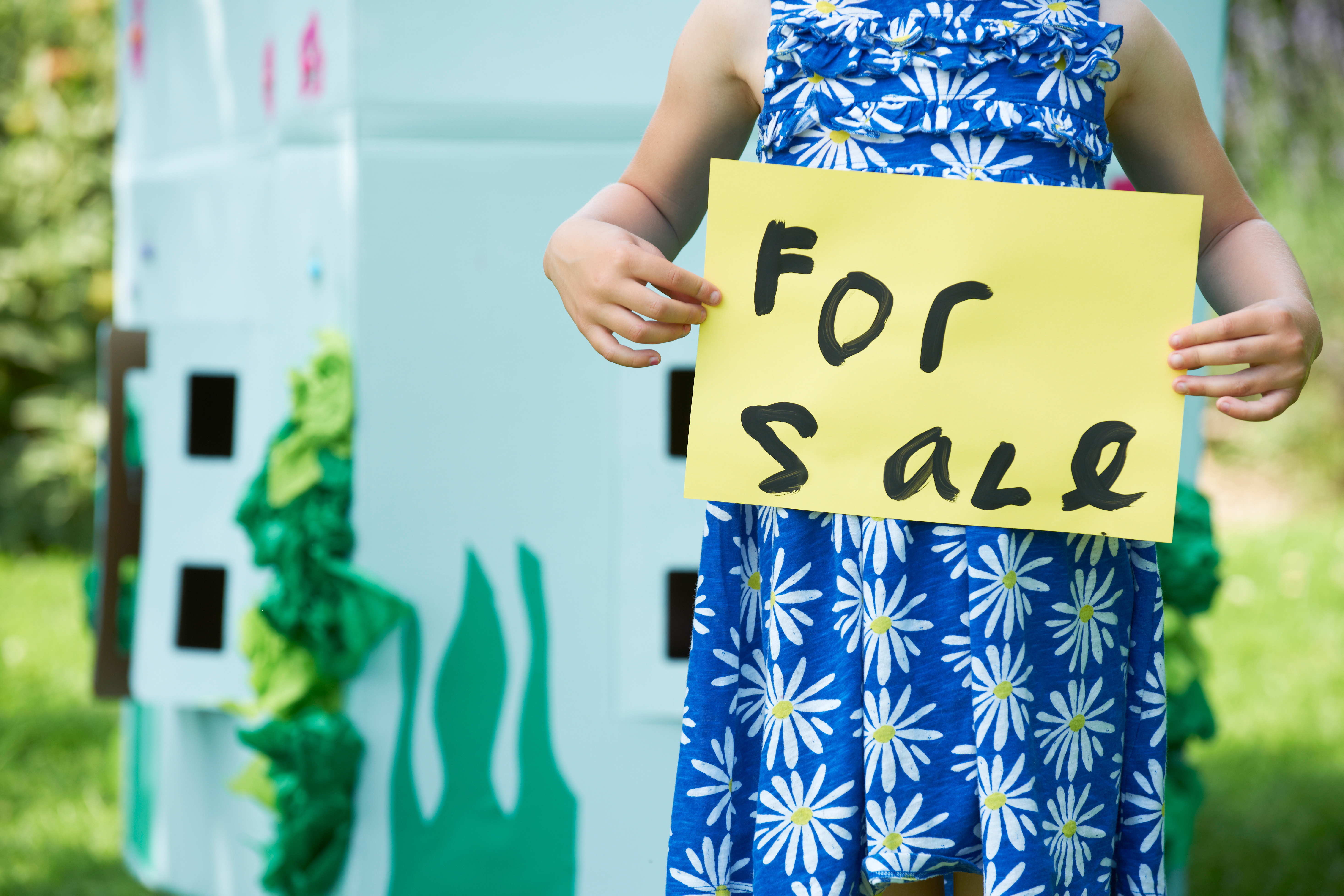 Child_holding_for_sale_sign