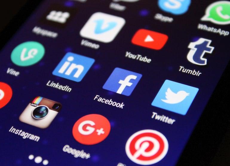 Socialmedia-screen-digital